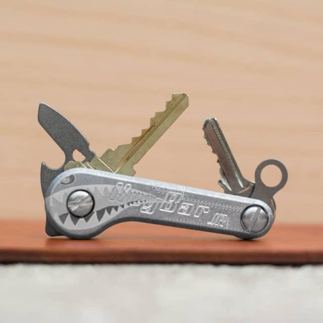 Aluminum-Bomber-KeyBar-JR-Key-Organizer-EDC-Tool-Lifestyle-Image