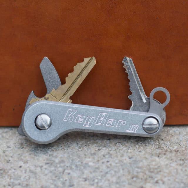 Aluminum-KeyBar-JR-Key-Organizer-EDC-Tool-Lifestyle-Image