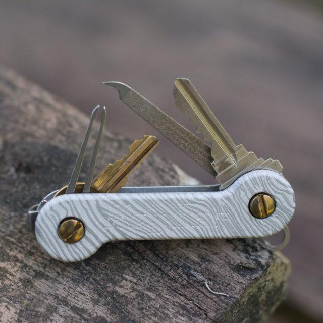 Cropped-Full-Aluminum-Mud-Horn-KeyBar-Key-Organizer-EDC-Tool-Deep-Carry-2.0