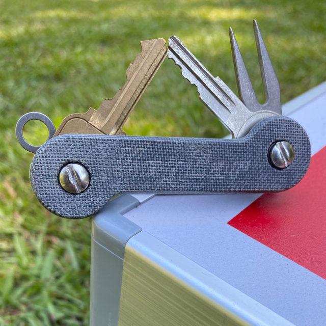 Cropped-Gray-TeroTuf-Aluminum-Lifestyle-Image-2