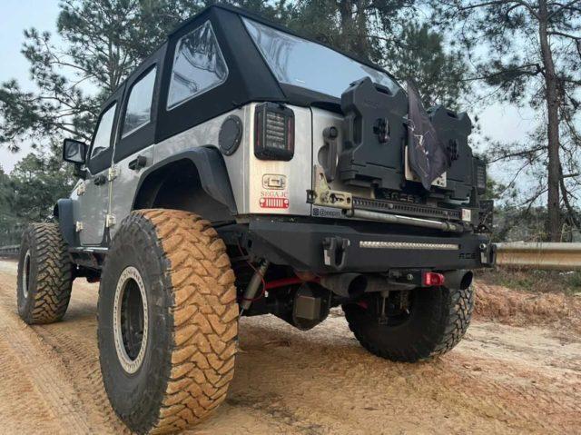 The Redeemer Black Truck Shackle by KeyBar