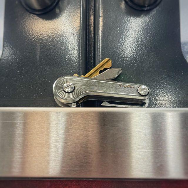 Contour Titanium KeyBar JR