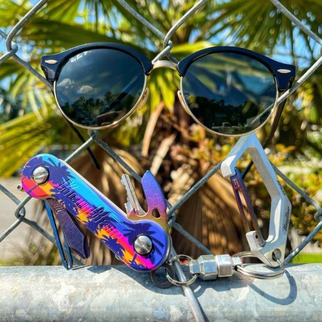 Tropic sunset UV Aluminum KeyBar with aluminum KeyVice carabiner